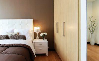 Lampa z abażurem – tylko do sypialni? Doradzamy jaką lampę wybrać