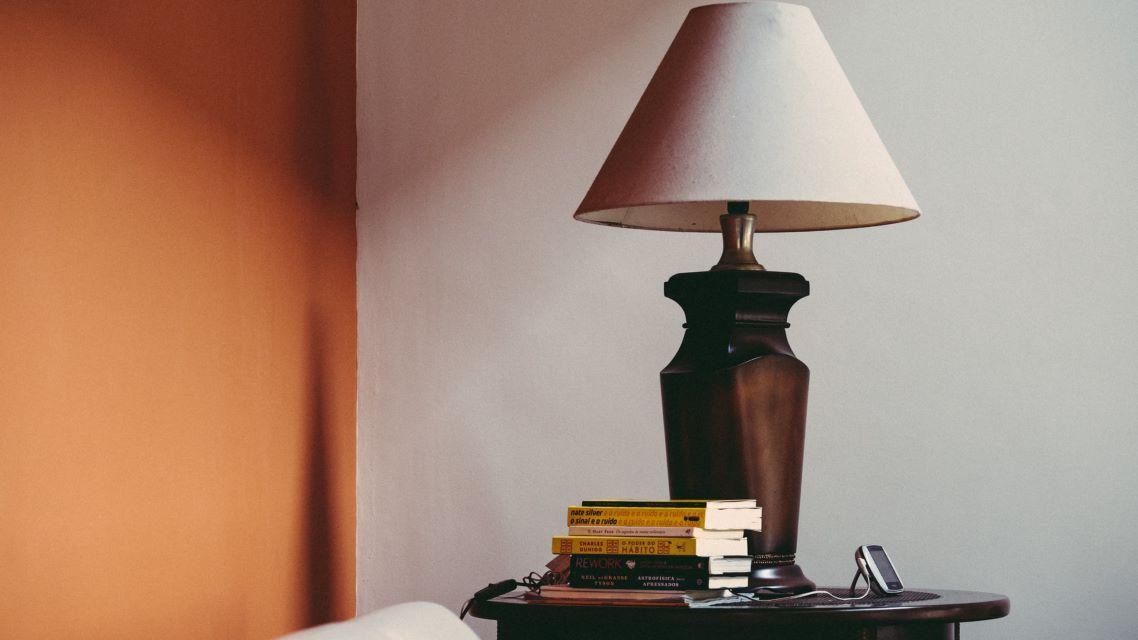 Przykład odnowionej lampy z abażurem