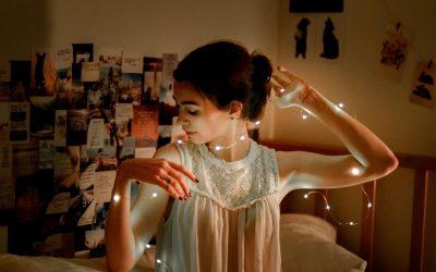 7 pomysłów na funkcjonalne oświetlenie pokoju nastolatka