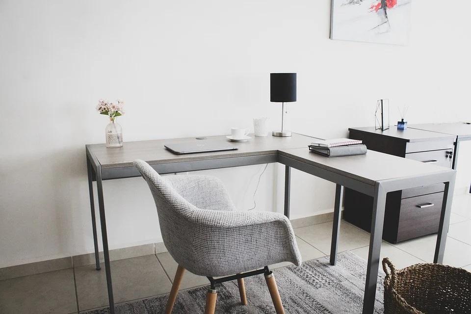 Jakie oświetlenie najlepiej sprawdzi się w domowym biurze?